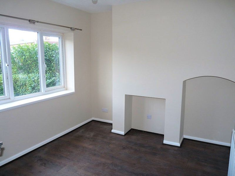 3 bed house to rent in Malvern Road 2