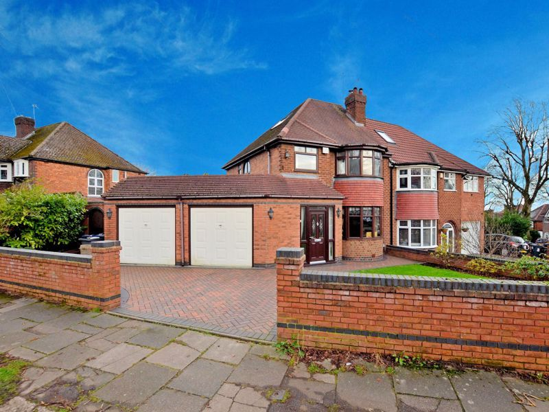 4 bed house for sale in Edenhall Road 2