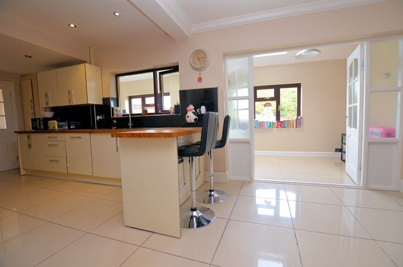 4 bed house for sale in Edenhall Road 14