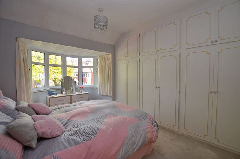 3 bed house for sale in Grayswood Park Road 5