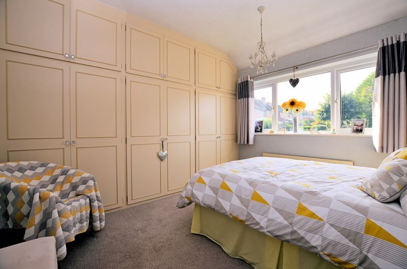 3 bed house for sale in Grayswood Park Road 6