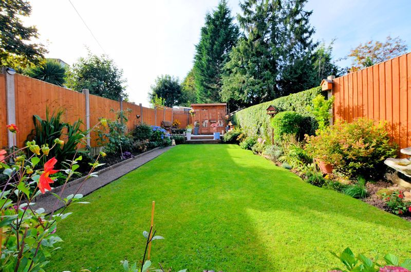 3 bed house for sale in Grayswood Park Road 7