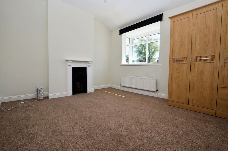 2 bed house to rent in Dunsford Road 5