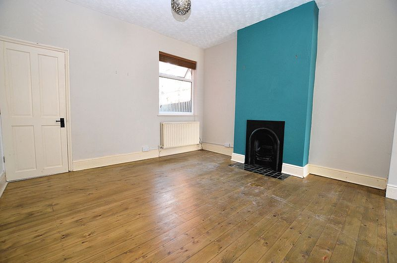 2 bed house to rent in Dunsford Road 6