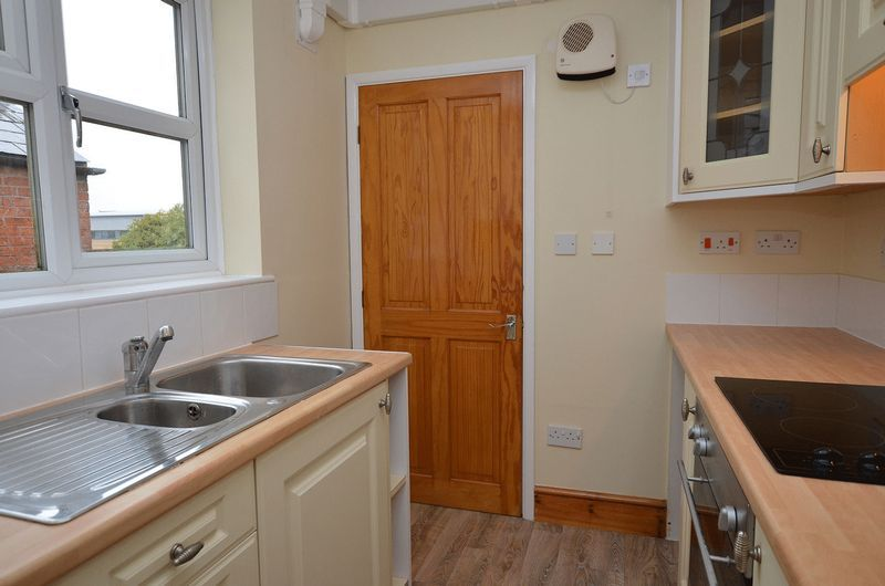 1 bed flat to rent in Stourbridge Road 4