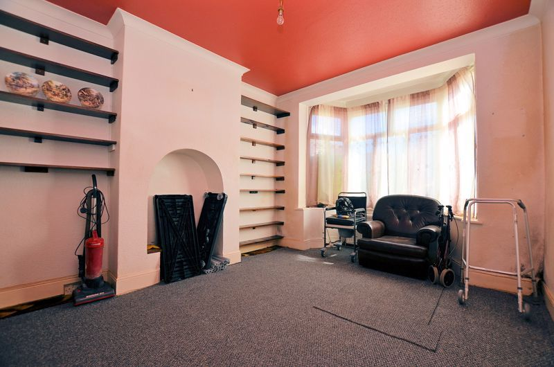 3 bed house for sale in Beechwood Road 2