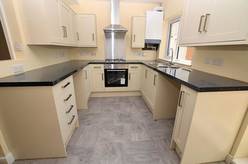 3 bed house for sale in Ashes Road 6