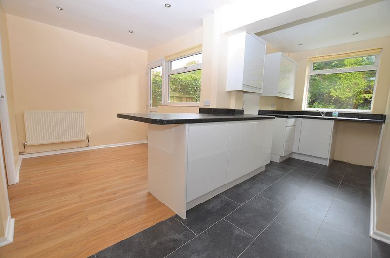 4 bed house to rent in Woodbury Road 2
