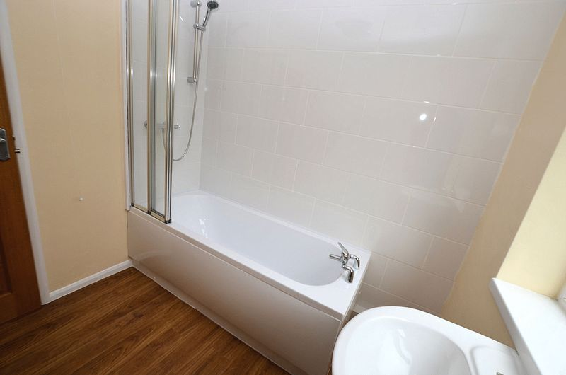 4 bed house to rent in Woodbury Road 10
