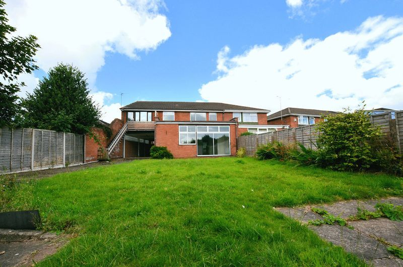 4 bed house to rent in Cedar Close 2