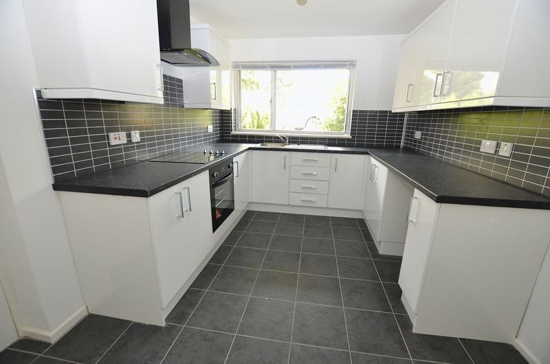 4 bed house to rent in Cedar Close 3