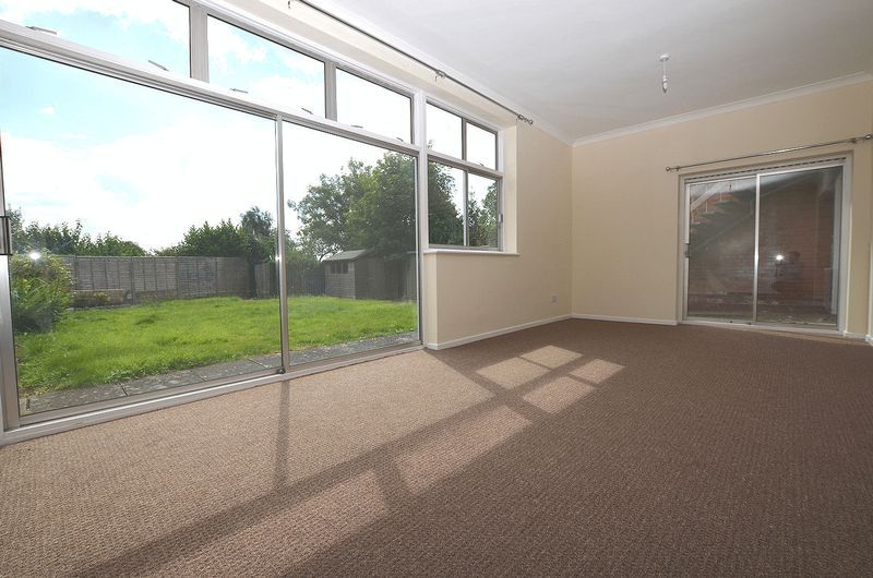 4 bed house to rent in Cedar Close  - Property Image 4