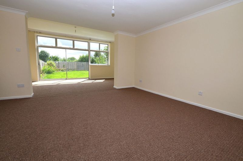 4 bed house to rent in Cedar Close 5