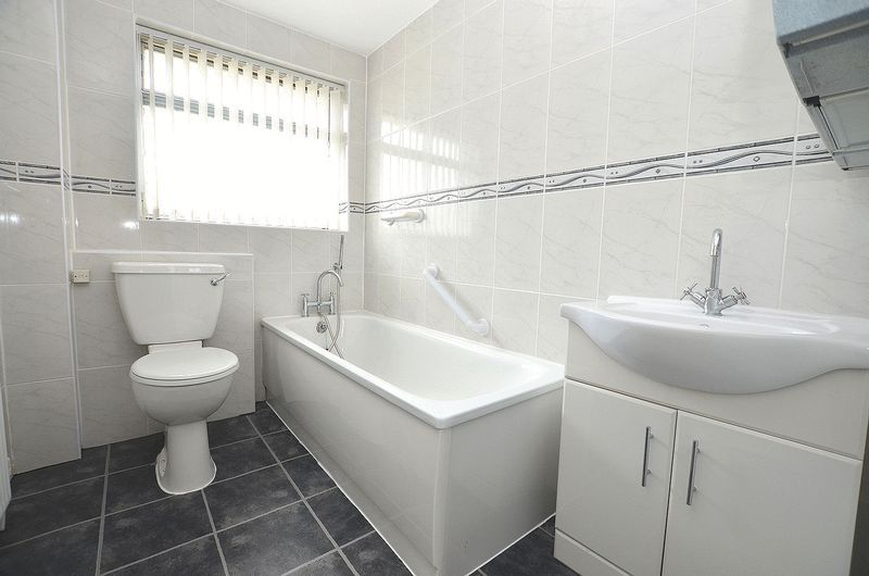 4 bed house to rent in Cedar Close 8