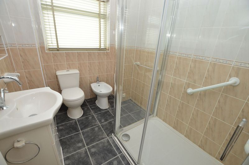 4 bed house to rent in Cedar Close 9