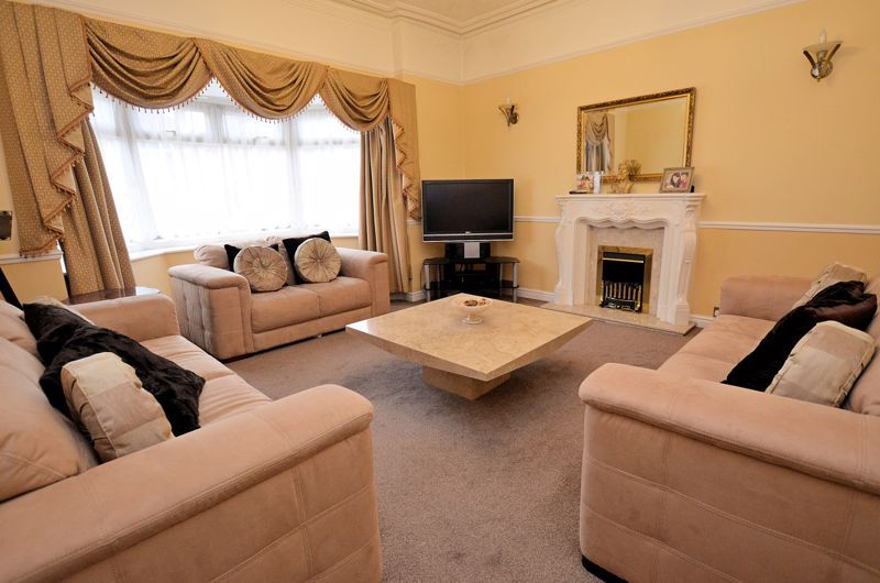 5 bed house for sale in Gillott Road  - Property Image 3