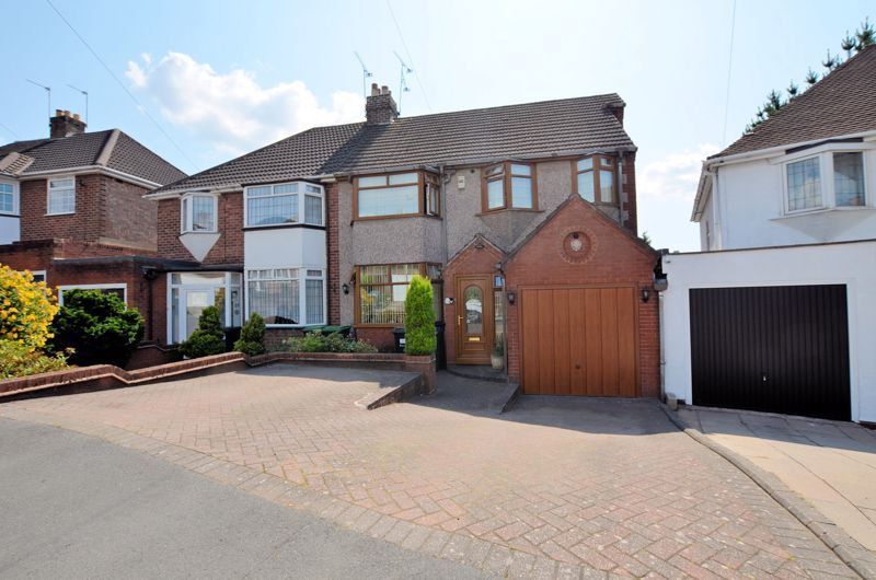 3 bed house for sale in Broadway Croft 1