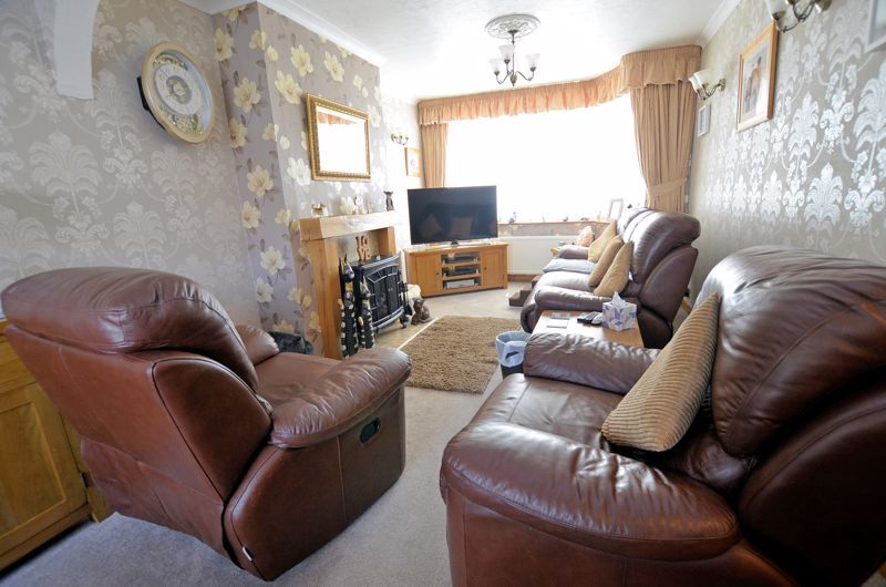 3 bed house for sale in Broadway Croft 2