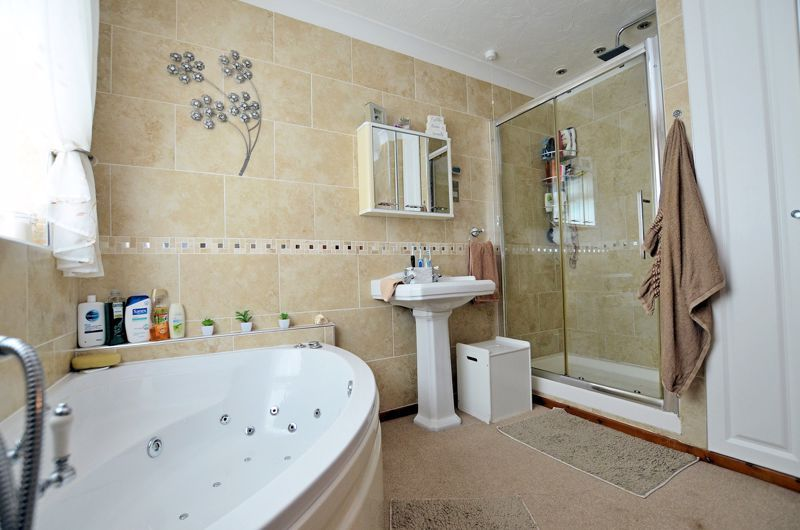 3 bed house for sale in Broadway Croft 23