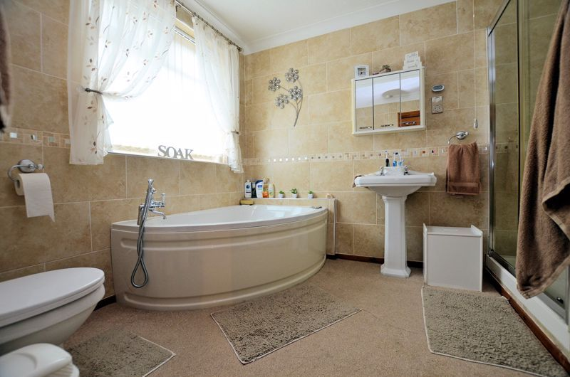 3 bed house for sale in Broadway Croft 7