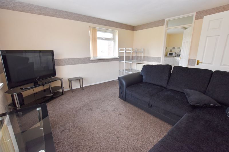 2 bed flat to rent in 14 Clent Way 2