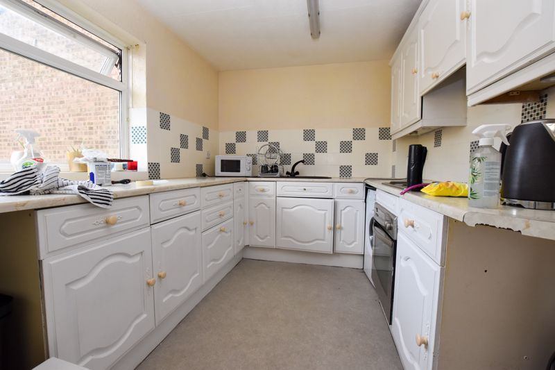 2 bed flat to rent in 14 Clent Way 4
