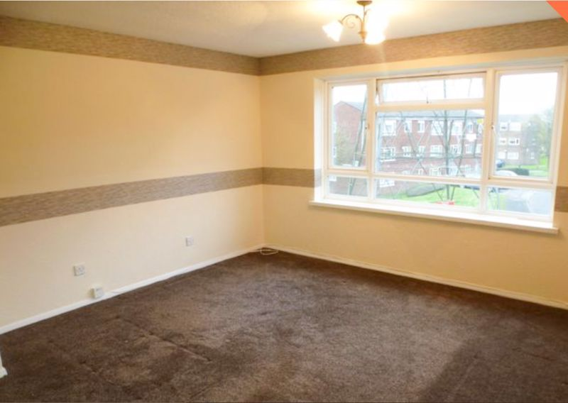 2 bed flat to rent in 14 Clent Way 6