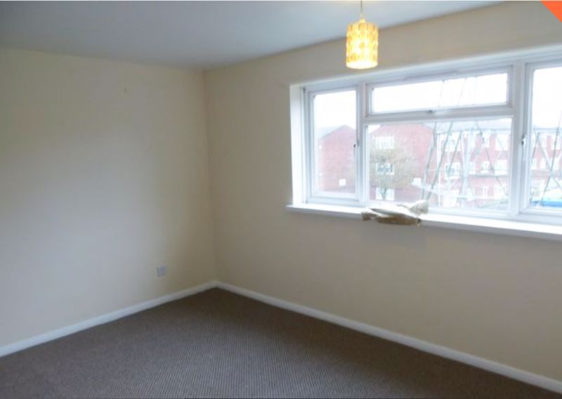 2 bed flat to rent in 14 Clent Way 8