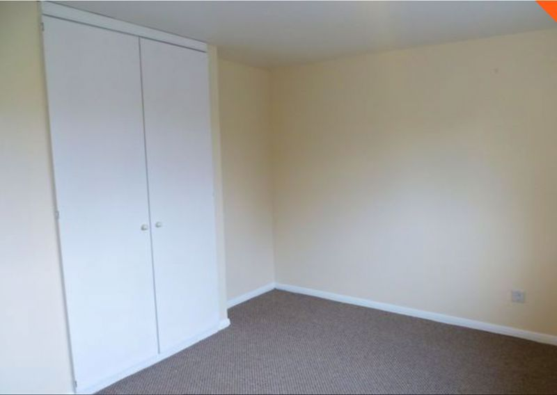 2 bed flat to rent in 14 Clent Way 10