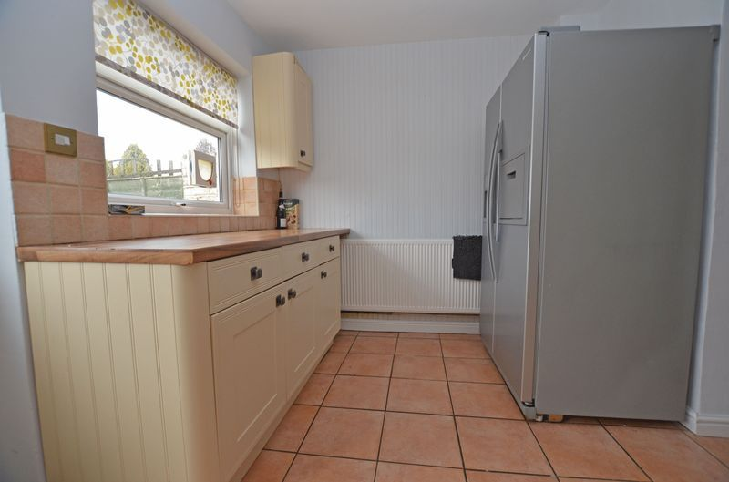 3 bed house to rent in Stourbridge Road 6