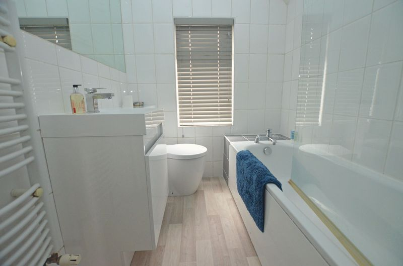 3 bed house to rent in Stourbridge Road 10