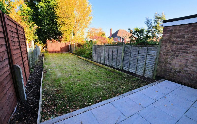 2 bed house to rent in Thornhurst Avenue 4