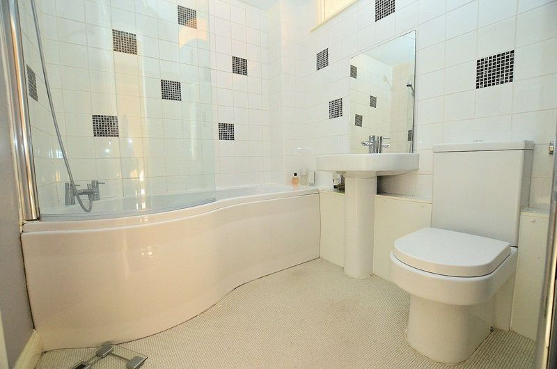2 bed house to rent in Thornhurst Avenue 7