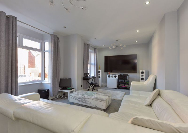 5 bed house for sale in Maple Road  - Property Image 3