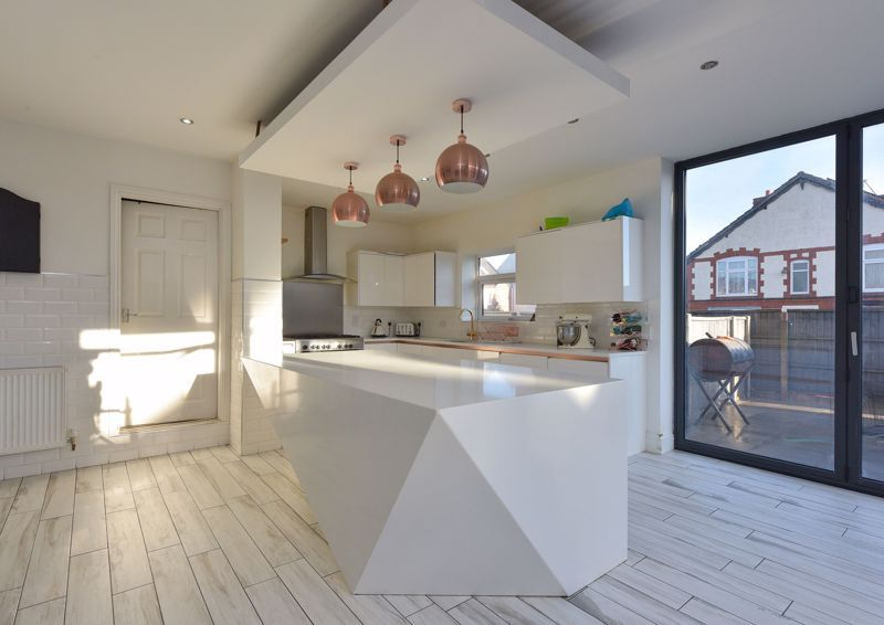 5 bed house for sale in Maple Road  - Property Image 4