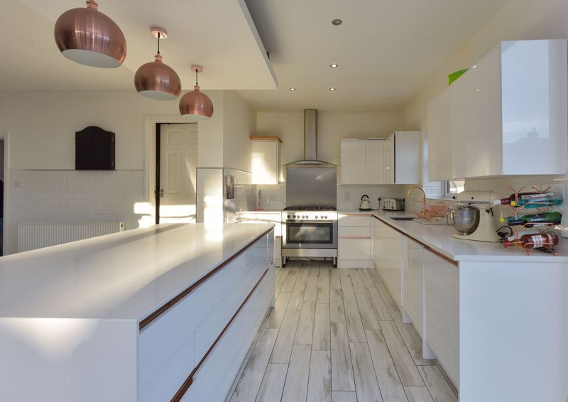 5 bed house for sale in Maple Road 7