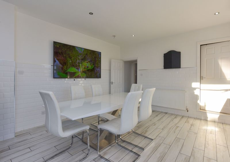 5 bed house for sale in Maple Road 8