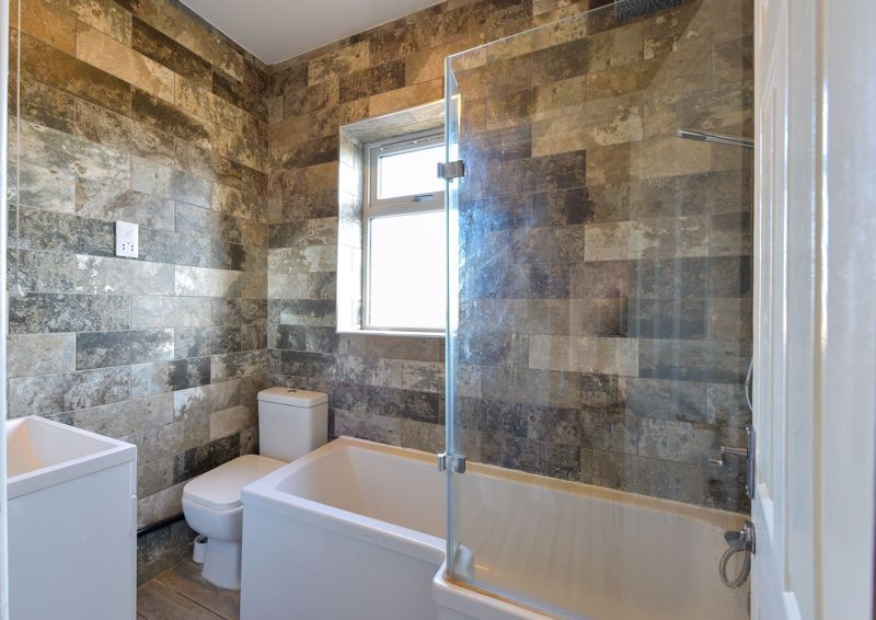 5 bed house for sale in Maple Road  - Property Image 10