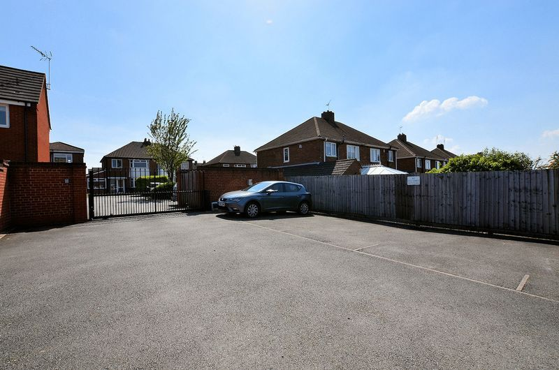 3 bed house for sale in Hurst Green Road 14