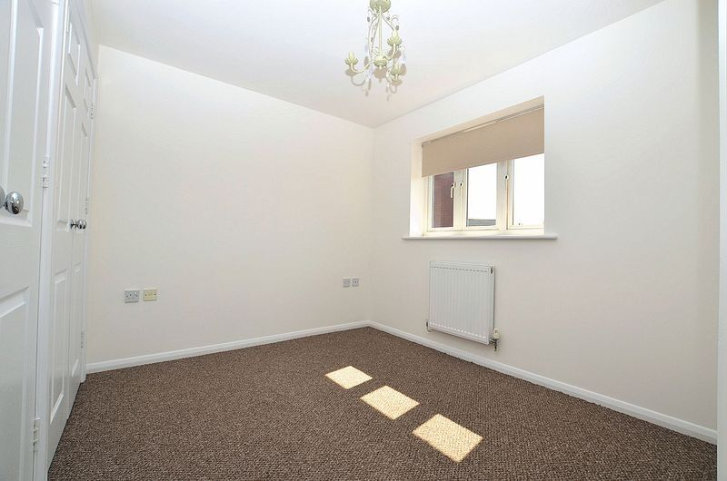 3 bed house for sale in Hurst Green Road 8