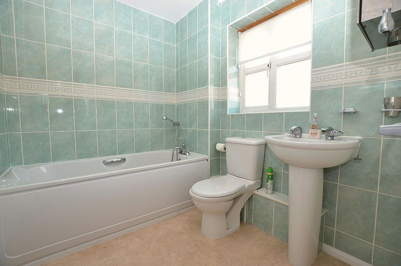 3 bed house for sale in Hurst Green Road 9