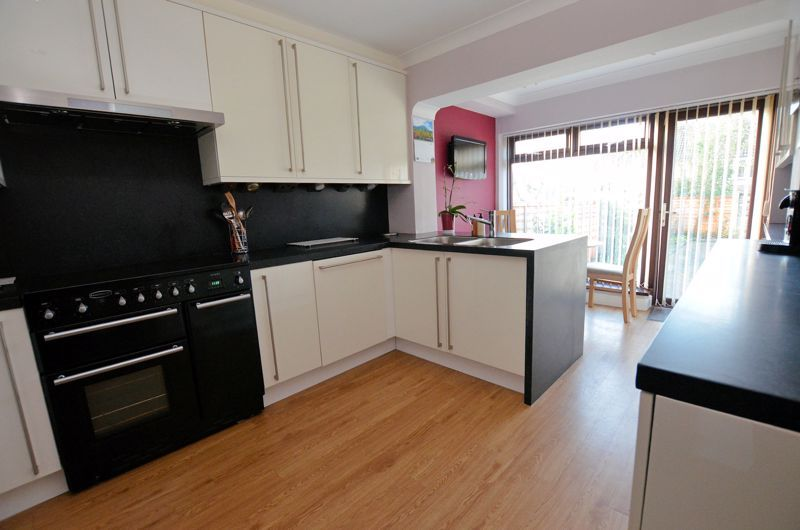 4 bed house for sale in Lavinia Road 15