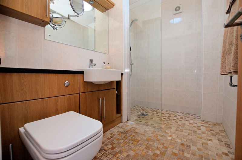 4 bed house for sale in Lavinia Road 16