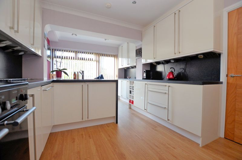 4 bed house for sale in Lavinia Road 4