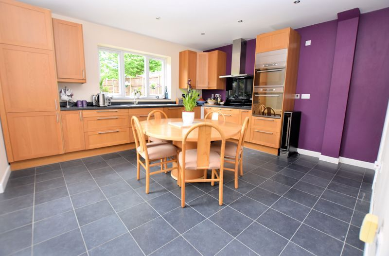 5 bed house for sale in Edenhall Road 6