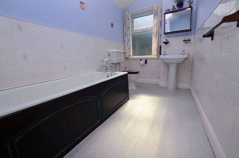 2 bed house for sale in Thimblemill Road 7