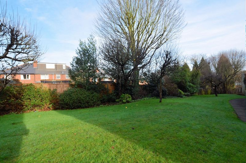 1 bed flat for sale in Leicester Close 7