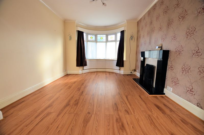 3 bed house for sale in Quinton Lane 2