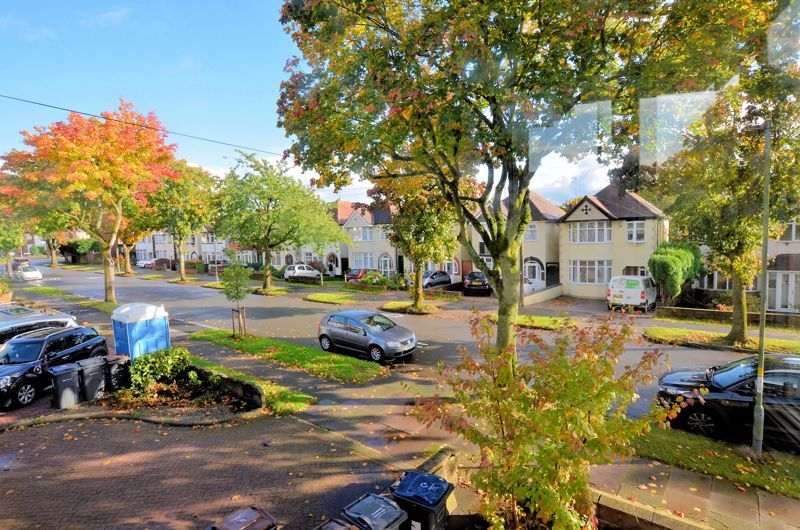 3 bed house for sale in Quinton Lane 11