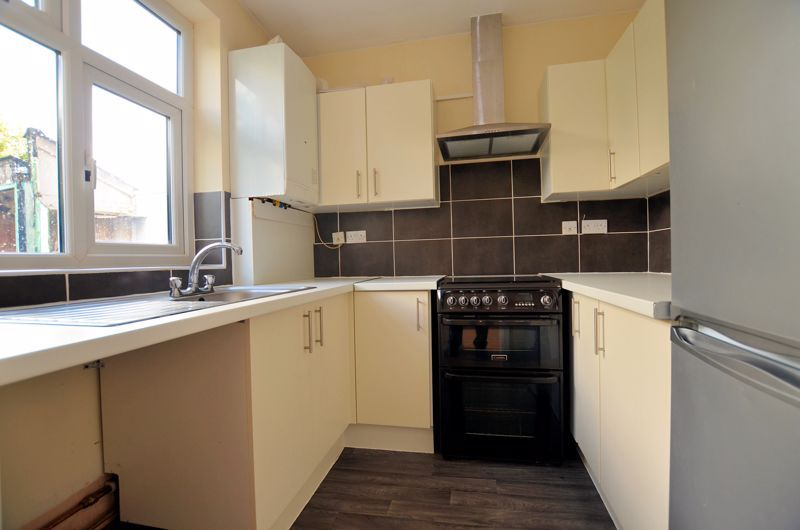 3 bed house for sale in Quinton Lane 4